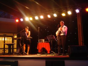 sharon-and-darryl-on-stage-2
